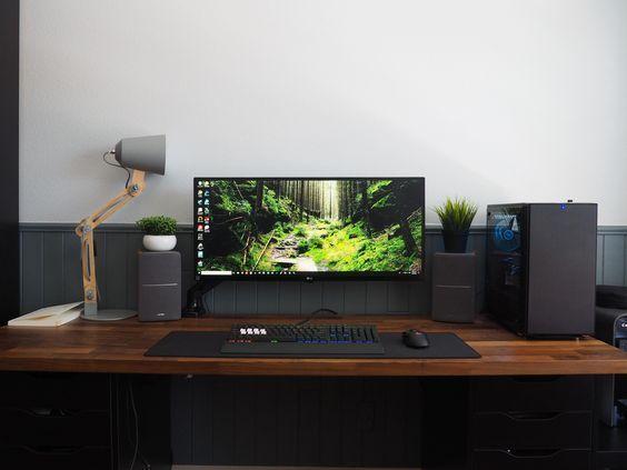 escritorio con pantalla
