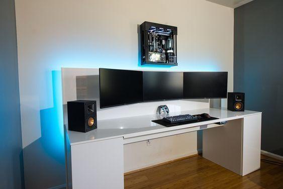 escritorio para ordenador con varias pantallas